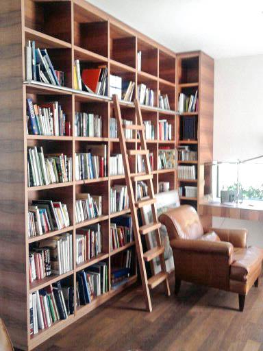 schlichtes Bücherregal Zwetschke