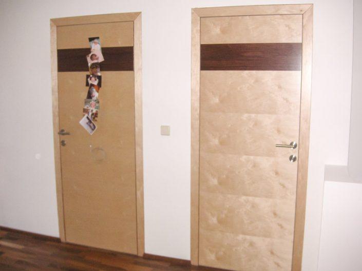 Wand und flächenbündige Innentüren mit verdeckten Bändern