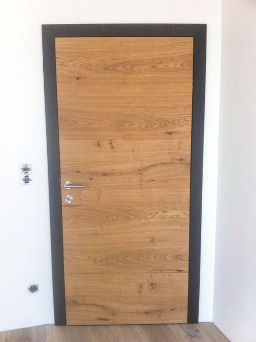 Wand und flächenbündige Innentüre mit verdeckten Bändern Holz Asteiche