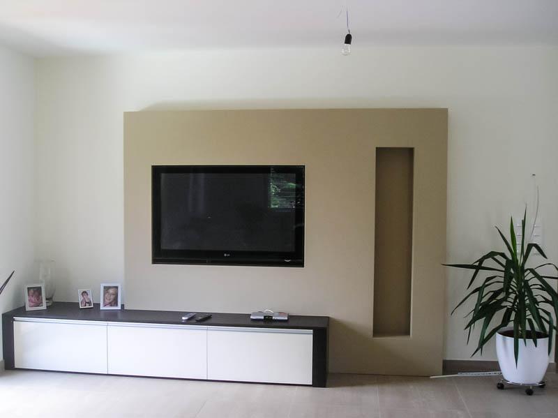 TV flächenbündig in der Wohnwand